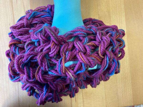 handgefertigter Loop pink meliert Wolle vom Atelier Zitron ökozertifiziert