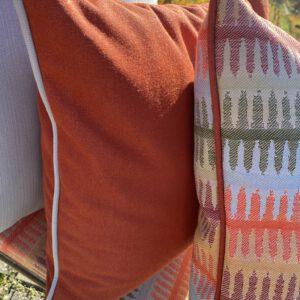 sie sehen Outdoor-Kissen, hier in 50x50 cm, viele Farben und Muster und Grössen möglich, hier Detailfotos mit der Biesenverarbeitung