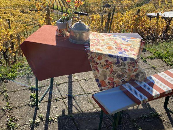 hier sehen sie eine Auswahl der Möglichkeiten für Outdoor Tischdecken- Polsterauflagen, Brot- und Blumenbeutel in vielen Farben und Mustern und Grössen verfügbar